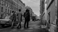 """""""Veränderungen fordern unsere Herzen, Veränderungen fordern unsere Augen"""": Rockmusikalischer Aufbruch vor pittoresker Verfallskulisse."""