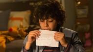 """Wenn die Post in die falschen Hände gerät: Max (Emjay Anthony) schreibt in """"Krampus"""" an Santa Claus."""
