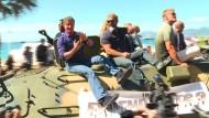 Sylvester Stallone wirbt auf Panzer für neuen Film