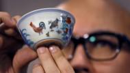 Porzellantasse für 36 Millionen Dollar versteigert