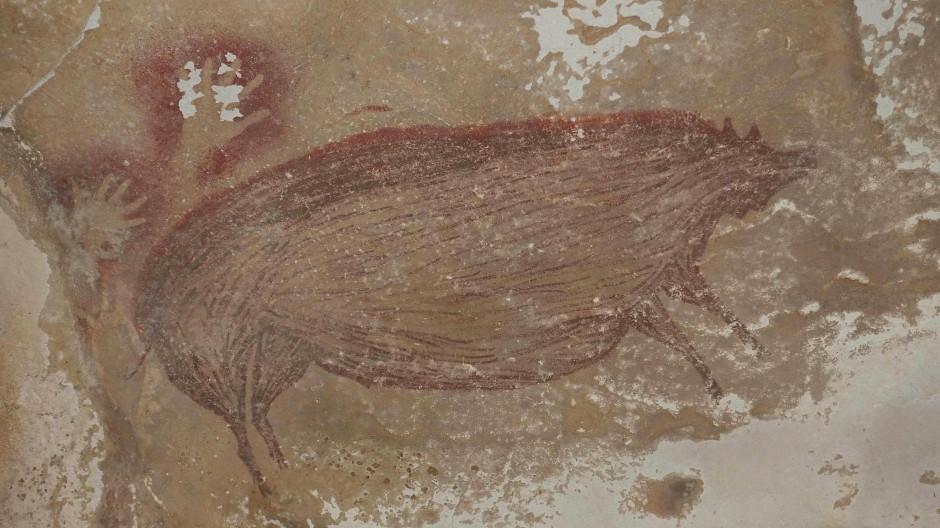 Steinalt: Das atmend lebensnahe Warzenschwein von Sulawesi, 43.500 vor Christus.