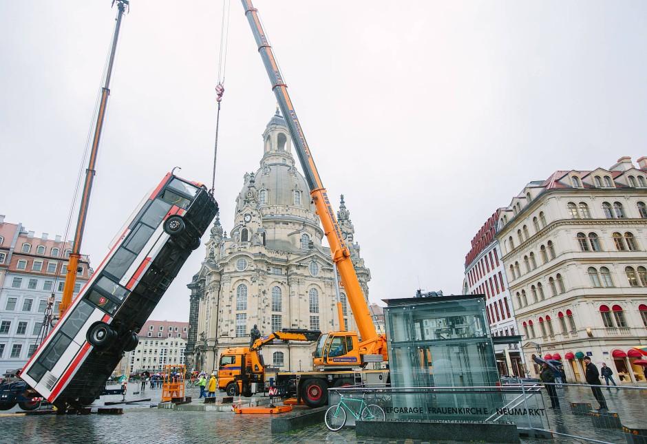 bus installation kommt von dresden nach berlin. Black Bedroom Furniture Sets. Home Design Ideas