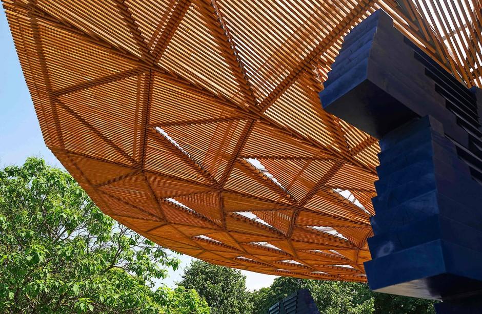 Das Pavillon-Dach soll an die Krone eines Baumes erinnern, unter der sich in afrikanischen Dörfern die Gemeinschaft versammelt.
