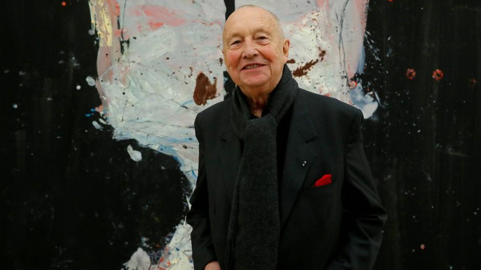 """Bisweilen wuchtete er die Farbflächen regelrecht aneinander: Georg Baselitz vor seinem Gemälde """"Avignon ade, 2017"""" in der Fondation Beyerler."""