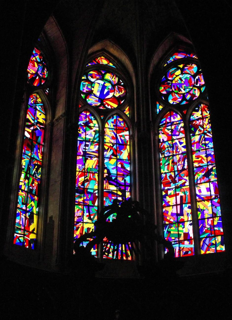 Zersplittert wie die Kirche im Ersten Weltkrieg: Imi Knoebels Fenster für die französische Krönungskathedrale Notre Dame zu Reims.