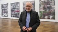"""Vielleicht einer der letzten Maler, übertönt vom schreiend lauten Markt: Gerhard Richter vor seinem """"Birkenau""""-Zyklus."""