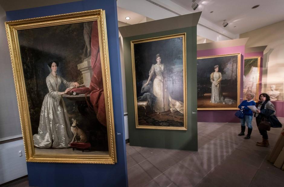 """""""Liebe, Glanz und Untergang""""  befasst sich mit den Schicksalen von vier hessischen Prinzessinnen, die nach Russland geheiratet hatten."""