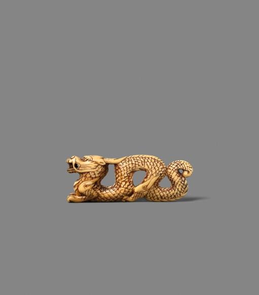 Drache, 18. Jh., Elfenbein, Länge 9 Zentimeter: Taxe 4200/5000 Euro.