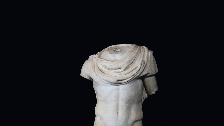 7. Kriegsgott Mars, 2. Jahrhundert n. Chr., römisch, Marmor, 182 Zentimeter hoch: Zuschlag 800 000 Euro (Taxe 750 000/1,2 Millionen), am 27. Juni bei Hampel in München.