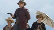 """Revolverheldinnen: In """"Godless"""" sind die Frauen am Drücker."""