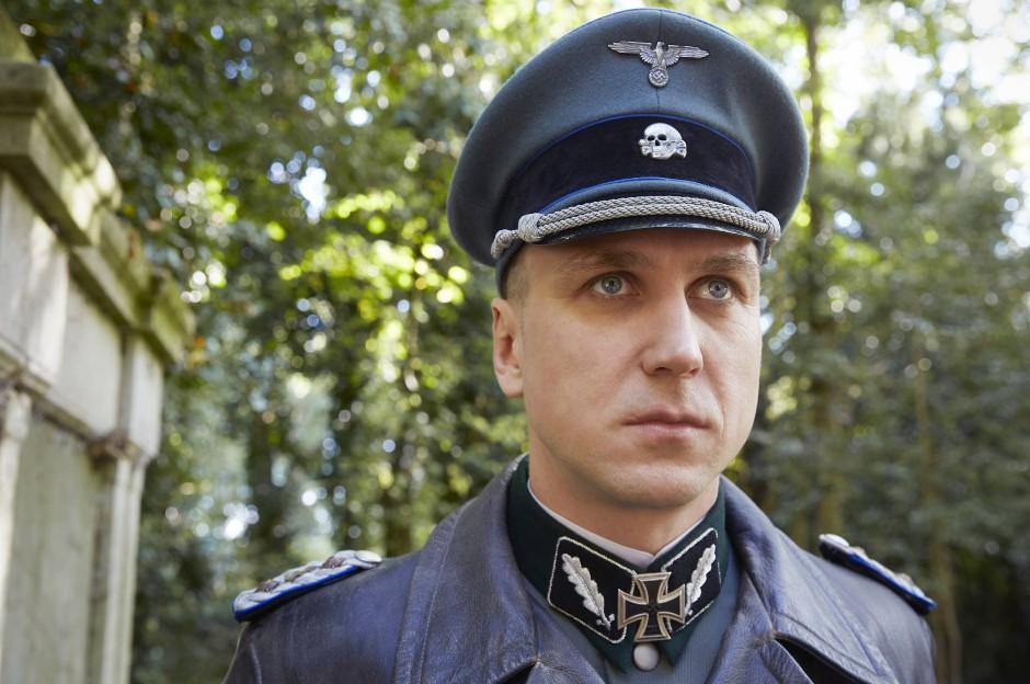 Vertreter der Besatzungsmacht: Oskar Huth (Lars Eidinger).