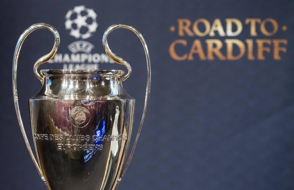 Vordergründig geht es um Fußball, hinter den Kulissen geht es um das große Geld.