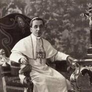 Von kleiner Gestalt, stets eilig und voller Energie: Papst Benedikt XV., ruhiggestellt für den Fotografen.