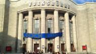 """Die Besetzer nennen es eine """"transmediale Theaterinszenierung"""": Die Berliner Volksbühne hat ungebetenen Besuch erhalten."""