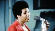 Vor dem Soul, deren Königin sie war, gab es schon den Gospel. Zu ihm kehrte Aretha Franklin 1972 in einer Kirche von Los Angeles denkwürdig zurück.