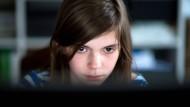 Mädchen kennen sich besser mit Computern und digitalen Medien aus: Ein Ergebnis der internationalen Vergleichsstudie ICILS