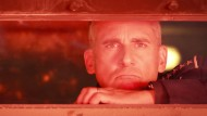 """Schaut in die Zukunft, rosig ist sie eher nicht: Steve Carell als Vier-Sterne-General Naird in """"Space Force""""."""