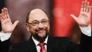 Das darf man schon einmal klatschen: Martin Schulz nimmt Huldigungen entgegen.