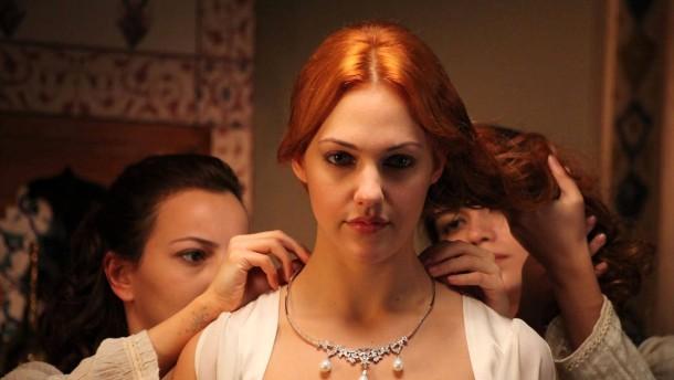 """Meryem Uzerli als Harmesdame in """"Muhteşem Yüzyıl"""""""