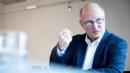 Den Kulturbereich nehme er beim Sparen weitgehend aus, sagt Joachim Knuth. Und die beiden Rundfunkorchester des NDR will er nicht missen. Die Konzerte des NDR Elbphilharmonie Orchesters seien immer ausverkauft.