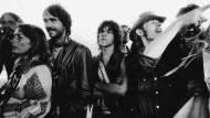 Liebe, Frieden, Gitarrensound: Damit lockte Woodstock-Organisator Michael Lang (rechts) 500 000 Hippies in die amerikanische Provinz.
