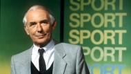 Es lebe der Sport: Ernst Huberty in der Kulisse der Sendung, die er mehr als zwanzig Jahre lang präsentierte.