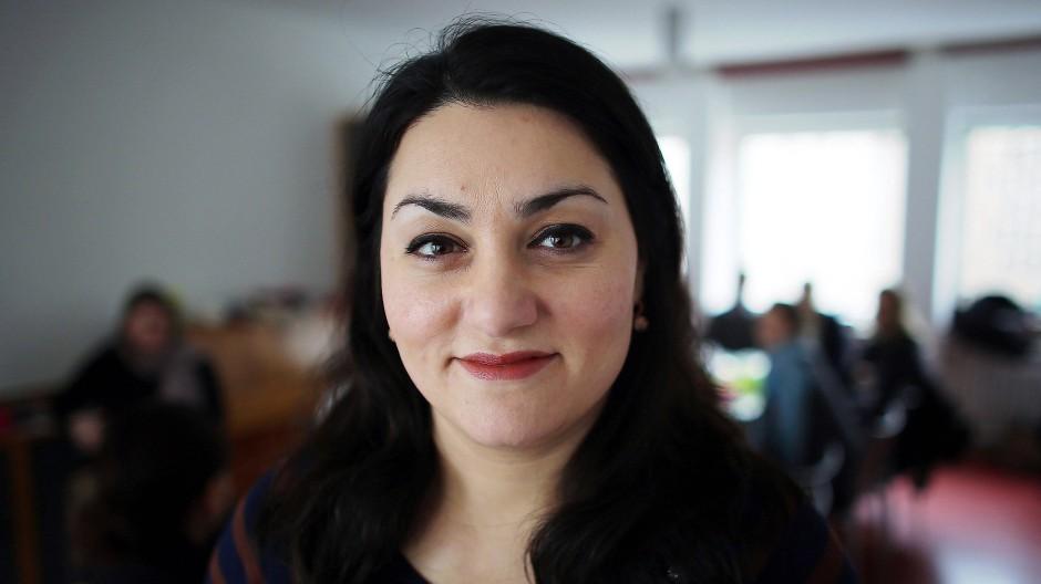"""Legt sich mit Islamisten und """"Deutschomanen"""" an: Islamwissenschaftlerin Lamya Kaddor."""