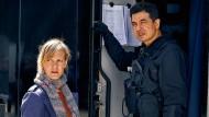 """Sie haben es mit dem im """"Tatort"""" dargestellten Anschlag zu tun: Kommissarin Martina Bönisch (Anna Schudt) und der Leiter des SEK, Günsay (Ercan Karacayli)."""