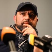 Serdar Somuncu, hier vor zwei Jahren im Theater Konstanz während einer Pressekonferenz. Beim Rundfunk Berlin-Brandenburg (RBB) läuft der Podcast, den er gemeinsam mit Florian Schroeder bestreitet.