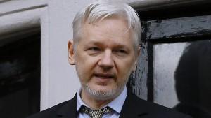 Julian Assange setzt Kopfgeld aus