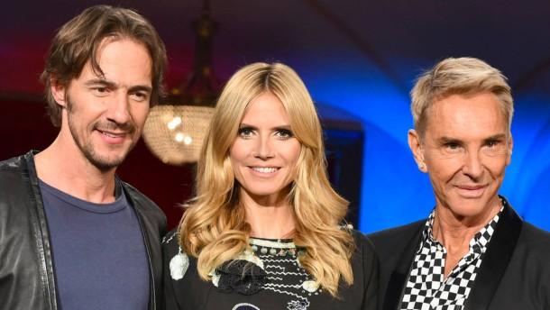 Unruhen in Heidis Model-Monarchie