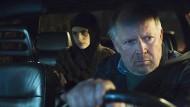 Mehr als bloß ein Fall jugendlichen Trotzes:  Kommissar Klaus Borowski (Axel Milberg) bringt Julia Heidhäuser (Mala Emde) nach Hause – und das LKA damit auf die Barrikaden.