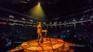 """Kein Lied so süß: Der Komponist und Dirigent Ramin Djawadi steht bei der """"Game of Thrones Live Concert Experience"""" (hier in Berlin) am Hackbrett."""