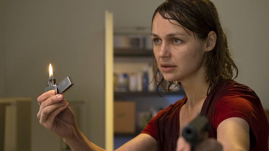 Kein Weg zurück: Sabine Brenner (Luise Heyer) handelt mit tödlicher Konsequenz.