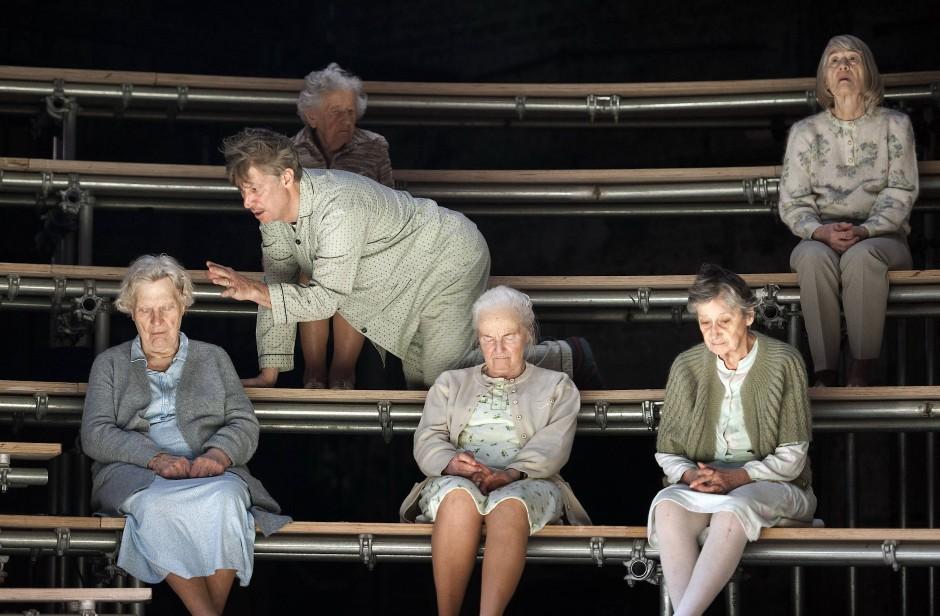 Dieser Theaterabend gehört ihm: Tobias Moretti als Bibliothekar Desiré.