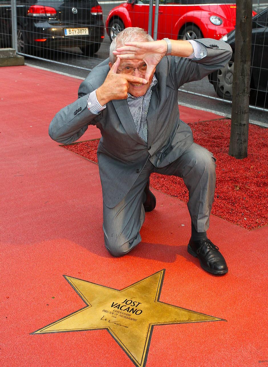Einen Stern auf dem Boulevard der Stars am Potsdamer Platz hat er seit dem Jahr 2011: Kameramann Jost Vacano.