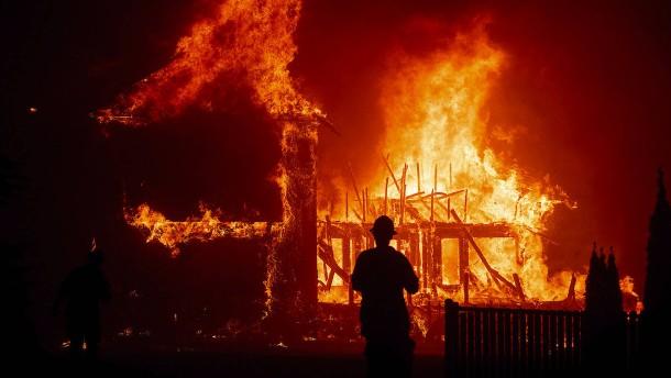Die ganze Stadt steht in Flammen