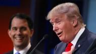 Ein Clown? Seinen Konkurrenten Scott Walker jedenfalls bringt Donald Trump bei der Fernsehdebatte am Donnerstag zum Lachen.