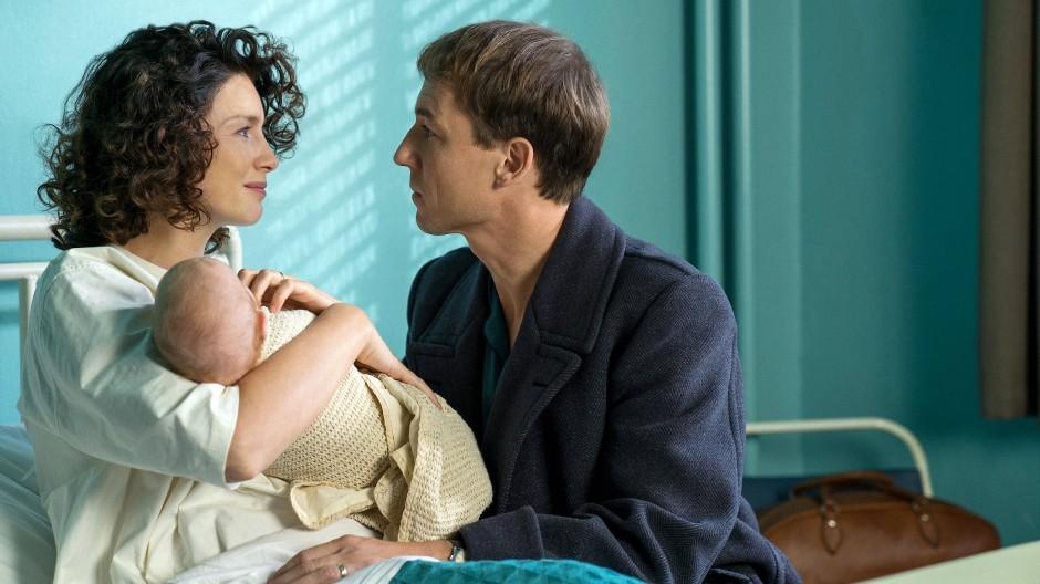 Verheiratet sind sie. Der biologische Vater von Claires (Caitrionia Balfe) Kind ist Frank Randall (Tobias Menzies) nicht.