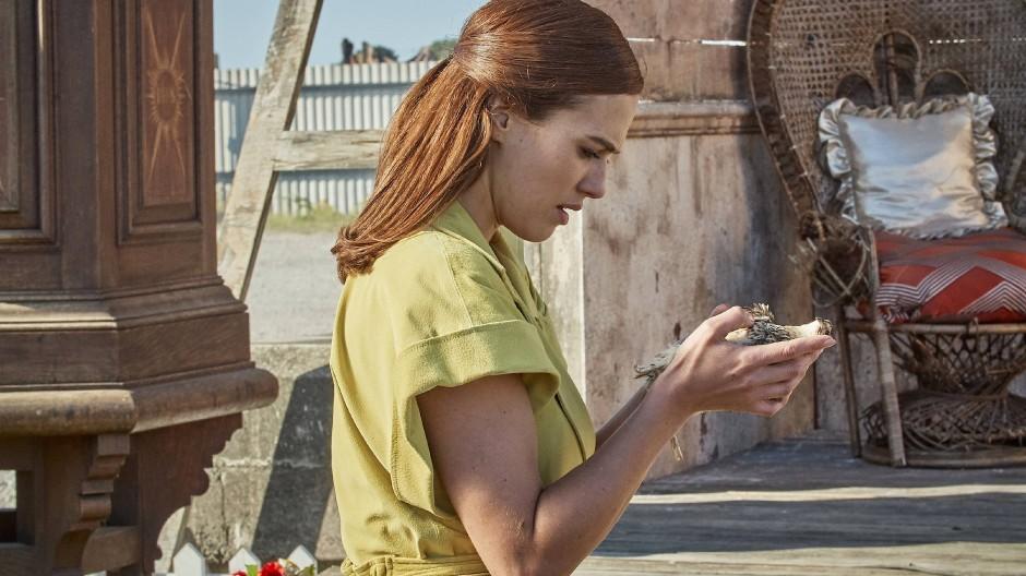 Lässt sich in dieser Schönen Neuen Welt Freiheit erlangen? Lenina Crowne (Jessica Brown Findlay) versucht es herauszufinden.