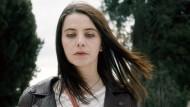 Schoss ihr Vater aus Notwehr oder nicht? Romy (Eva Lallier) stellt sich die Frage.