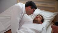 Schauspieler Lars Fricke realisiert, dass die Selbsteinweisung in die Nervenklinik keine gute Idee war: Dr. Mankow (Alex Böhm), Leiter einer Nervenheilanstalt, ist selbst ein pathologischer Fall.