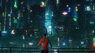 Die Welt ist unübersichtlich geworden, aber immerhin schön bunt: Takeshi Kovacs (Joel Kinnaman) ist nach 250 Jahren in einem neuen Körper aufgewacht.
