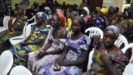 """Aus der Gewalt der Terrororganisation Boko Haram wurden die sogenannten """"Chibok-Mädchen"""" befreit, doch frei sind sie nicht."""