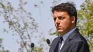 Matteo Renzi schweigt zu den Spitzengehältern bei der Rai. Kritiker meinen, er habe mit an den Strippen gezogen.