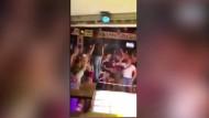 Feiern ohne Abstand: Bild aus dem RTL-Bericht über die Partys am bulgarischen Goldstrand.