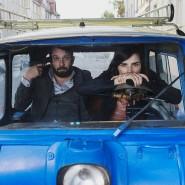 """Er gibt sich die Kugel, sie starrt nach vorn: Christian Ulmen und Nora Tschirner im """"Tatort""""."""