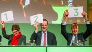 Nummernrevue: Annegret Kramp-Karrenbauer, Jens Spahn und Friedrich Merz auf dem Landesparteitag der CDU Sachsen, am 1. Dezember in Leipzig.