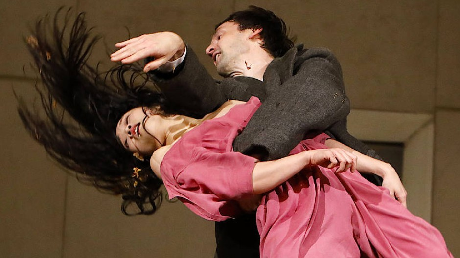 Paartanz voller Aggressivität: Blaubart (Michael Carter) und Judith (Tsai-Wei Tien).