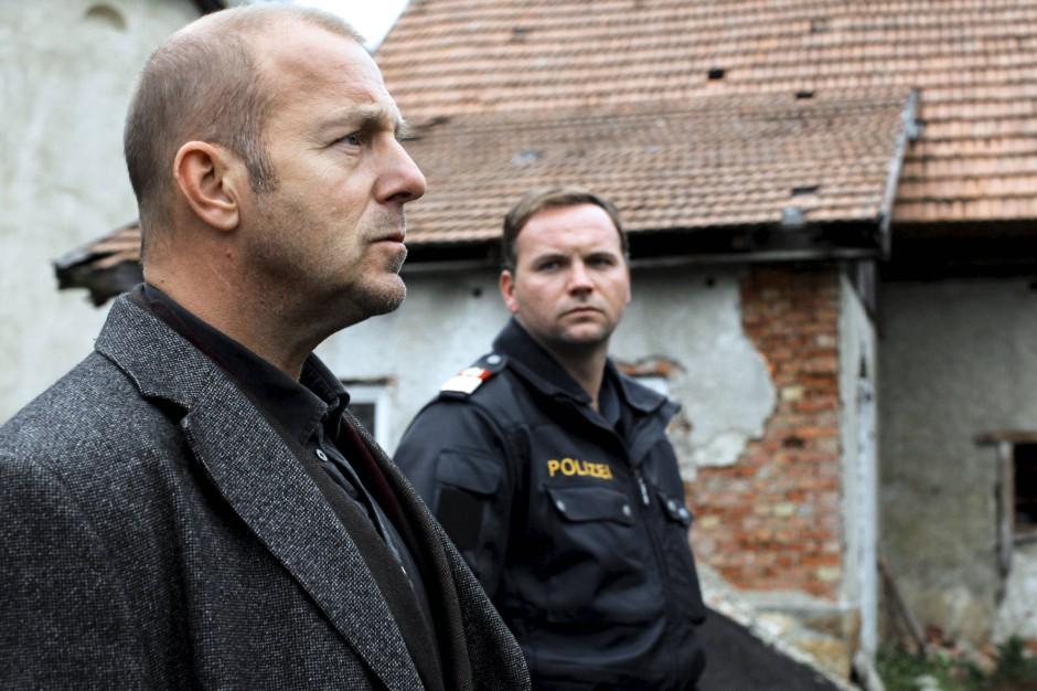 """Der Psychologe und der Polizist: Richard Brock (Heino Ferch)  und Erich Wildner (Thomas Stipsits) ermitteln in der Folge """"Zauberberg"""" gemeinsam"""